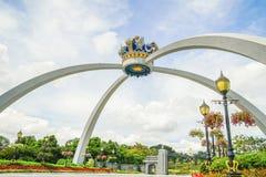 JOHOR, MALÁSIA - 10 DE ABRIL DE 2017: Coroa real da réplica de Johor pontiac Imagem de Stock