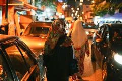 JOHOR, MALAYSIA - FEBRUAR 2019: Straßenbild von massivepeople an Pasar-Karat oder von Autostiefelverkaufsmarkt während des chines lizenzfreies stockfoto
