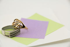 Joia, anéis para ele e ela Imagens de Stock Royalty Free