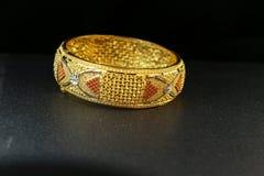 Joia da pulseira do ouro Foto de Stock