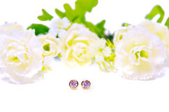 Joia do cameo do pendente do ouro com a gema do diamante do círculo com flores Imagem de Stock