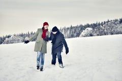 Joie d'amusement de neige de femme d'homme de couples Photos libres de droits