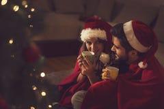 Joie et amour des vacances de Noël Image libre de droits