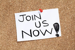 Join us now. Note pinned on cork noticeboard Stock Photos