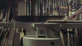 Joiner przetwarza workpiece drewniana deska spajać maszynę zbiory wideo