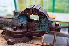 Joinery тисков железных работников Русское вице прошлое столетие ретро стоковые фотографии rf