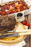 Joint de boeuf de rôti avec des légumes de rôti photo libre de droits