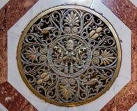 Joint papal sur le plancher de la basilique du ` s de St Peter à Vatican photo stock