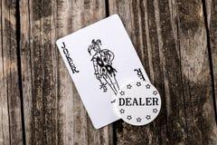 Jokerkort på trä Arkivbild