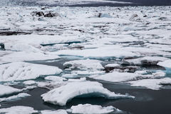 Jokulsarlon史诗冰河盐水湖,南冰岛 免版税库存照片