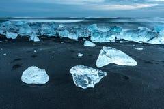 冰山在冰盐水湖- Jokulsarlon,冰岛 免版税库存图片