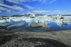 Jokulsarlon es un lago glacial grande en Islandia Foto de archivo libre de regalías