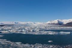 Jokulsarlon, Glacial lake with icebergs and mountain Royalty Free Stock Photos