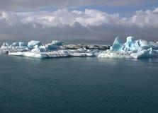 Jokulsarlon ijzige rivier en icefloat op de rivier Royalty-vrije Stock Foto