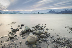 Jokulsarlon is- lagun på solnedgången nära Hofn, Island Royaltyfria Bilder