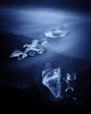 Jokulsarlon met ijsbergen beached. IJsland Royalty-vrije Stock Fotografie