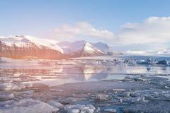 Jokulsarlon-Wintersaisonlagune und -gletscher stockbild