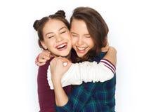 Joli étreindre de sourire heureux d'adolescentes Images libres de droits