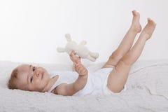 Joli bébé avec l'animal familier Image stock