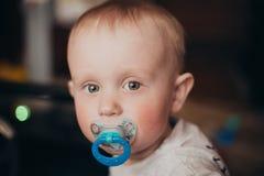 Joli bébé garçon avec Soother Photographie stock libre de droits