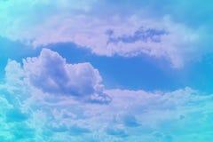 Joli ciel partiellement nuageux vif de cumulus pour l'usage dans la conception comme fond images stock