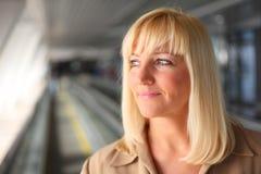 joli entre deux âges blond Image stock
