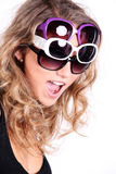 Joli femme avec des lunettes de soleil Photos stock