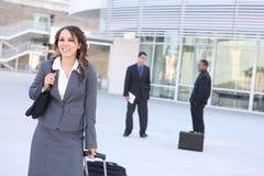 Joli femme d'affaires à l'immeuble de bureaux Image libre de droits