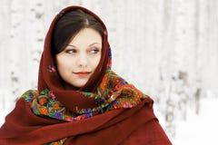 Joli femme dans le châle rouge Photographie stock libre de droits