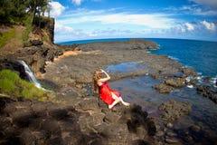 Joli femme dans le paradis Photographie stock libre de droits