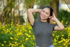 Joli Filipina Female de détente photos stock