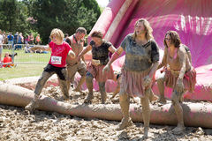 Joli Muddy Race pendant la vie Photo stock