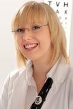 Joli optométriste ou opticien de sourire Photographie stock