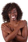 Joli premier nu de sourire de femme de couleur couvert photo stock