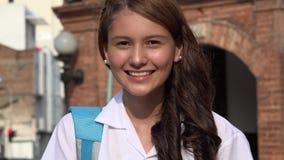 Joli sourire de l'adolescence de fille photographie stock libre de droits