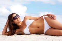 Joli sunbather image libre de droits