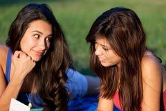 Jolie étude d'adolescents d'université Photographie stock