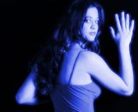 Jolie adolescente dans le bleu Images stock