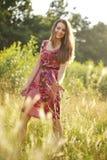Jolie adolescente en parc d'été Photographie stock