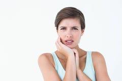 Jolie brune obtenant la douleur de dents photographie stock