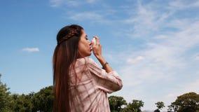 Jolie brune utilisant son inhalateur banque de vidéos