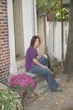 Jolie détente de brunette Image libre de droits