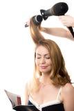 Jolie dame dans le salon de coiffure Images stock
