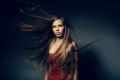 Jolie femme avec de longs cheveux images libres de droits