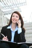 Jolie femme d'affaires au téléphone au bureau Photos libres de droits