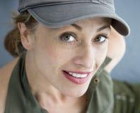 Jolie femme dans le chapeau. Photos stock