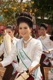 Jolie femme dans le défilé, festival de parapluie en Thaïlande images libres de droits