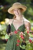 jolie femme de jardinier photographie stock libre de droits