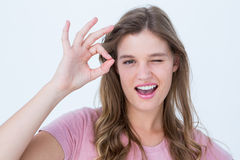 Jolie femme faisant des gestes le signe correct Images libres de droits