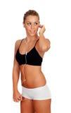 Jolie femme faisant la musique de écoute de forme physique avec des écouteurs Photo stock